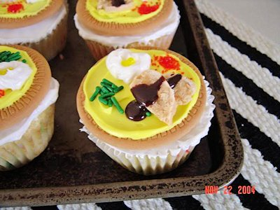 Mini Thanksgiving Dinner Cupcakes