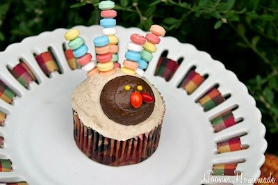 Candy Necklace Turkey Cupcake