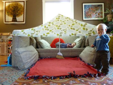 14 diy forts and play houses mother 39 s home for Fort bedroom ideas