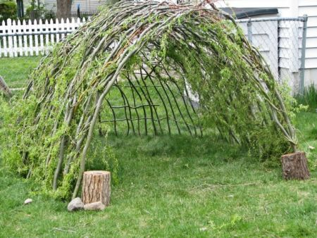 14 diy forts and play houses mother 39 s home for The willow house